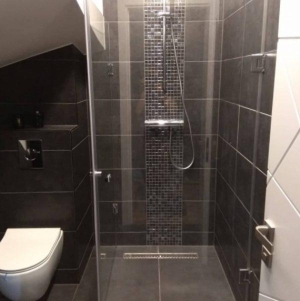 Berėmė dušo kabina